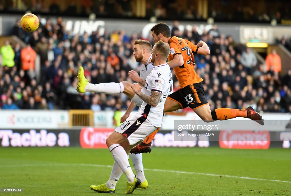 Leo Bonatini of Wolverhampton Wanderers scores a goal to make it 2-0 during the Sky Bet Championship match between Wolverhampton and Bolton Wanderers at Molineux on November 25, 2017 in Wolverhampton, England.