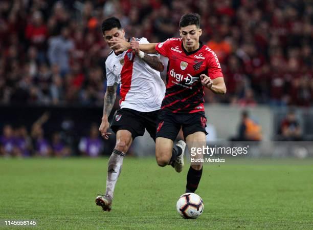 Leo Cittadini of Athletico PR struggles for the ball with Leonardo Ponzio of River Plate during a match between Athletico PR and River Plate as part...