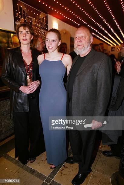 Dana Vavrova + Ehemann Regisseur Joseph Vilsmaier + Tochter Josefina Bei Deutschlandpremiere