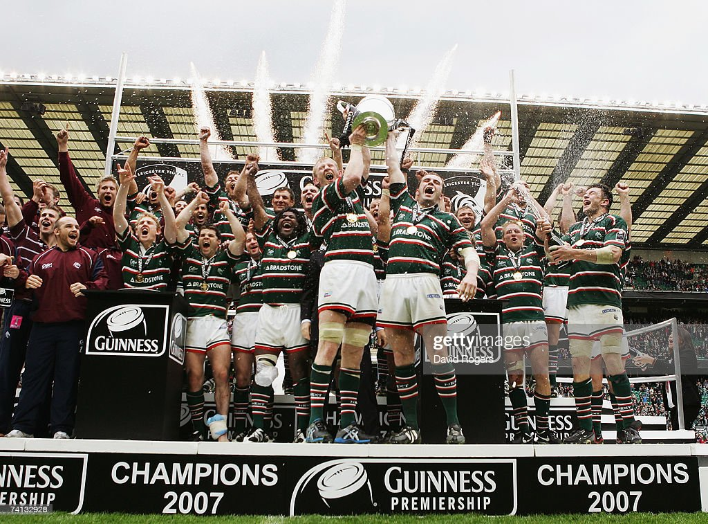 Leo Cullen (L) and Shane Jennings (R) of Leicester lift the trophy following their teams victory during the Guinness Premiership final between Gloucester and Leicester Tigers at Twickenham on May 12, 2007 in London, England.