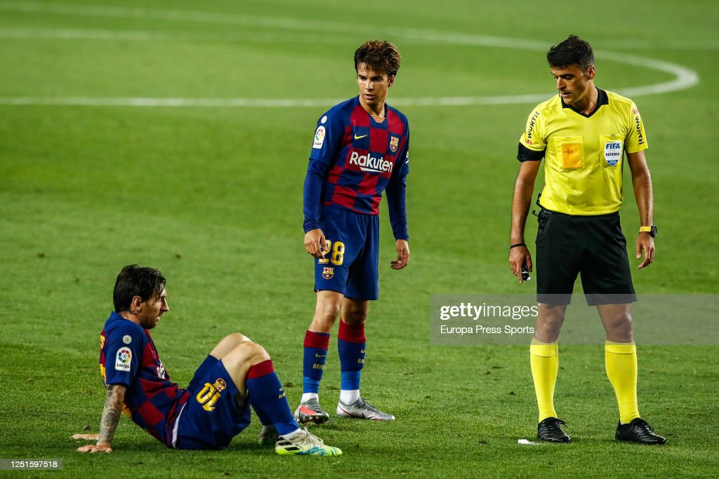 Leo Messi Fc Barcelona Stays On Field In Fornt Of Riqui Puig And News Photo Getty Images