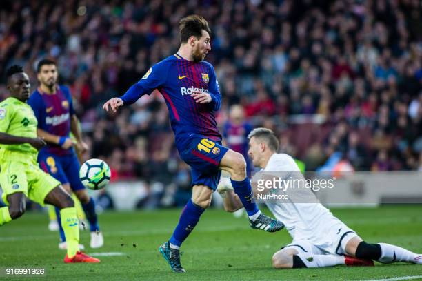 Leo Messi from Argentina of FC Barcelona infront of Vicente Guaita from Spain of Getafe during La Liga match between FC Barcelona v Getafe at Camp...