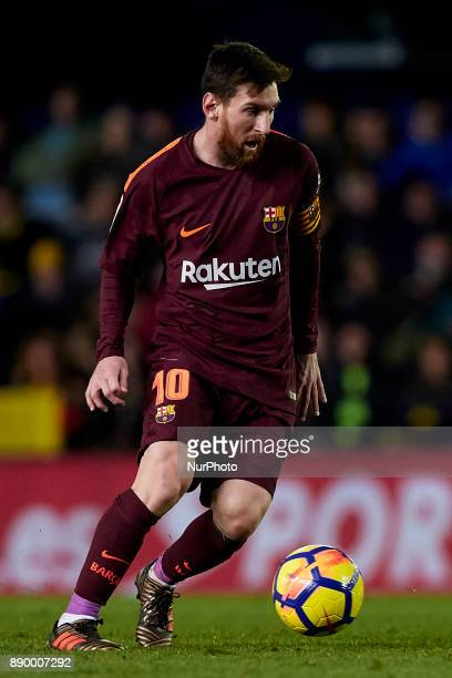 Leo Messi of FC Barcelona runs with the ball during the La Liga game between Villarreal CF and FC Barcelona at Estadio de la Ceramica on December 10...