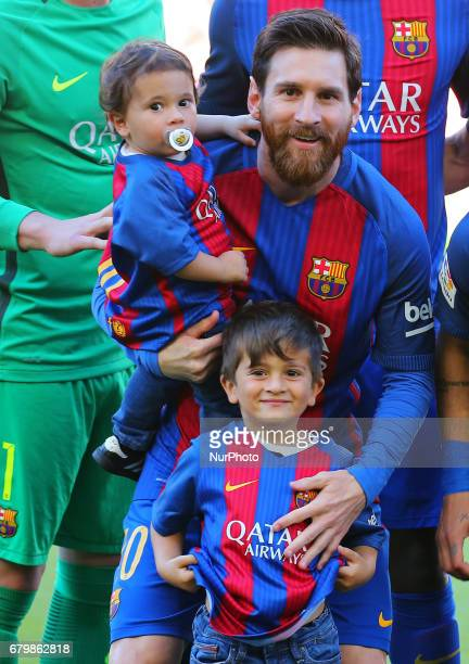 Leo Messi with his children Mateo and Thiago before the match between FC Barcelona and Villarreal CF on May 06 2017 Photo Joan...