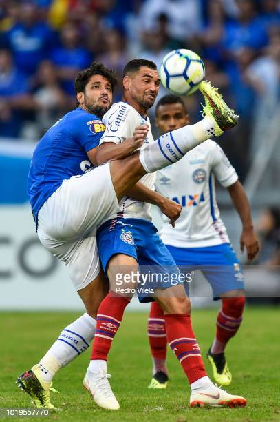 Henrique of Cruzeiro and Elber of Bahia battle for the ball during a match between Cruzeiro and Bahia as part of Brasileirao Series A 2018 at...