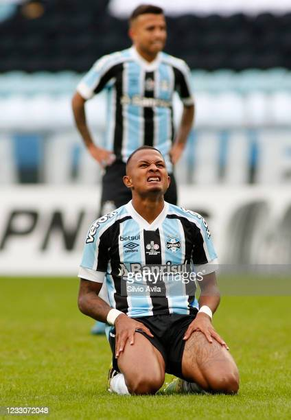 Leo Pereira of Gremio reacts during the final of Rio Grande Do Sul State Championship 2021 between Gremio and Internacional at Arena do Gremio on May...