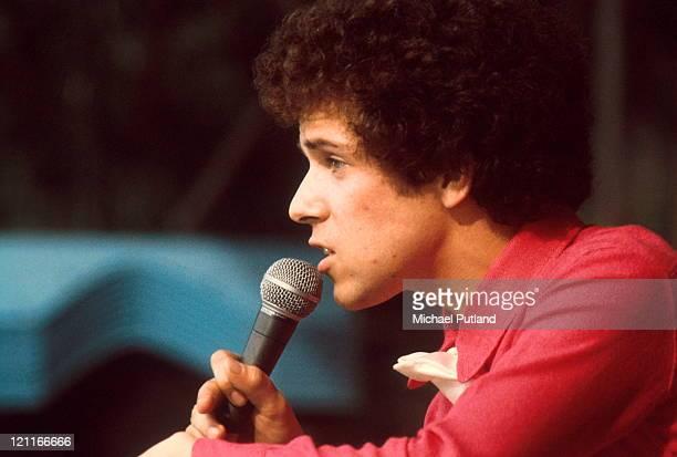 Leo Sayer performs on TV show circa 1974