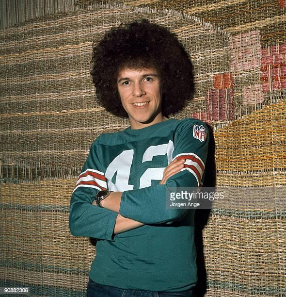 Leo Sayer poses in an American football top in February 1976 in Copenhagen Denmark