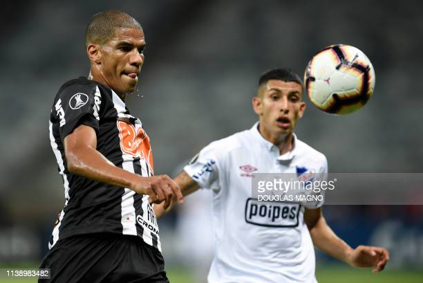 Leo Silva of Brazil's Atletico Mineiro vies for the ball with Santiago Rodriguez of Uruguay's Nacional during their 2019 Copa Libertadores football...