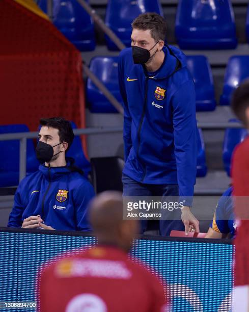 Leo Westermann, #2 of FC Barcelona and Pau Gasol follow the warm up before the Liga Endesa match between FC Barcelona and Casademont Zaragoza at...