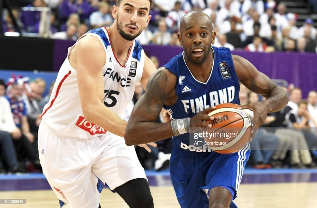 Leo Westermann of France vies with Jamar Wilson (R) of Finland during the basketball European Championships Eurobasket 2017 qualification round Group A match France vs Finland in Helsinki, Finland on August 31, 2017. / AFP PHOTO / Lehtikuva / Jussi Nukari / Finland OUT