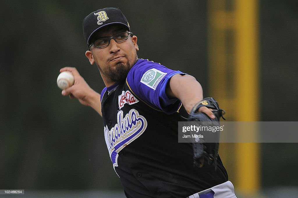 Leobardo Medrano of Dorados de Chihuahua in action during a match against Diablos Rojos as part of the 2010 Mexican Baseball League at Foro Sol Stadium on June 26, 2010 in Mexico City, Mexico.