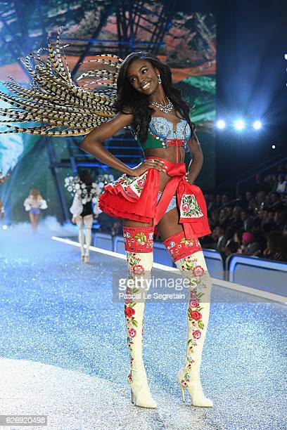 Leomie Anderson walks the runway at the Victoria's Secret Fashion Show on November 30 2016 in Paris France