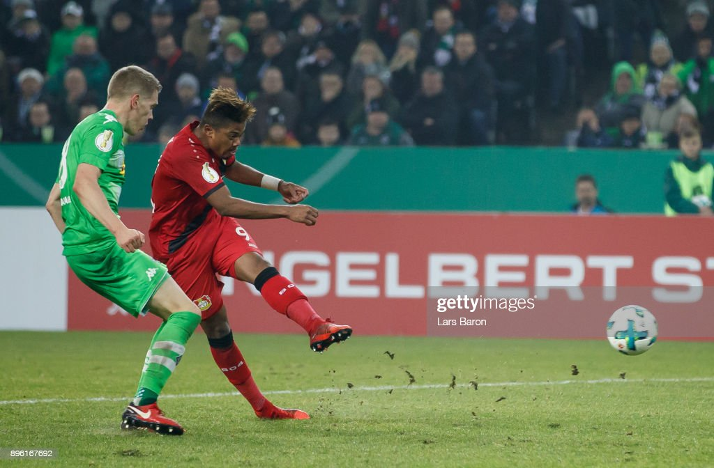 Leon Bailey of Leverkusen scores his teams first goal during the DFB Cup match between Borussia Moenchengladbach and Bayer Leverkusen at Borussia-Park on December 20, 2017 in Moenchengladbach, Germany.