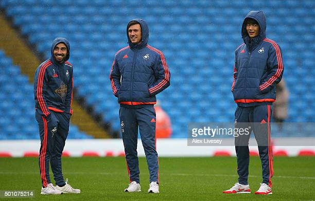 Leon Britton Jack Cork and Ki SungYeung of Swansea City inspect the pitch prior to the Barclays Premier League match between Manchester City and...
