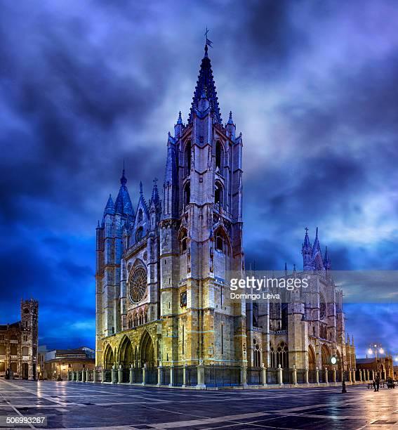 leon cathedral, spain - provinz leon stock-fotos und bilder