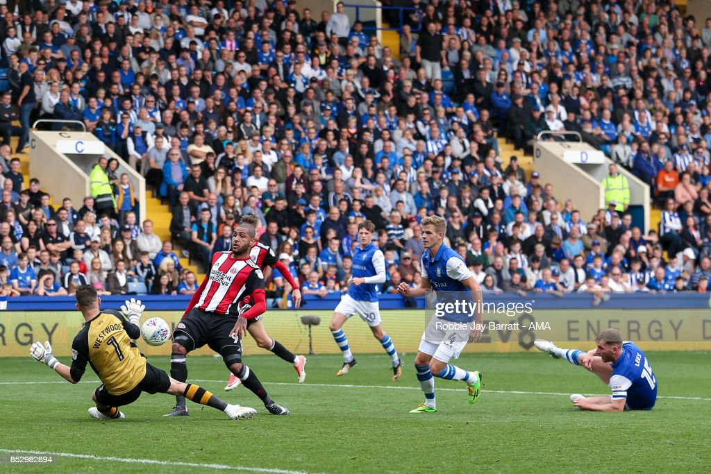 Leon Clarke of Sheffield United scores a goal to make it 2-4 during the Sky Bet Championship match between Sheffield Wednesday and Sheffield United at Hillsborough on September 23, 2017 in Sheffield, England.