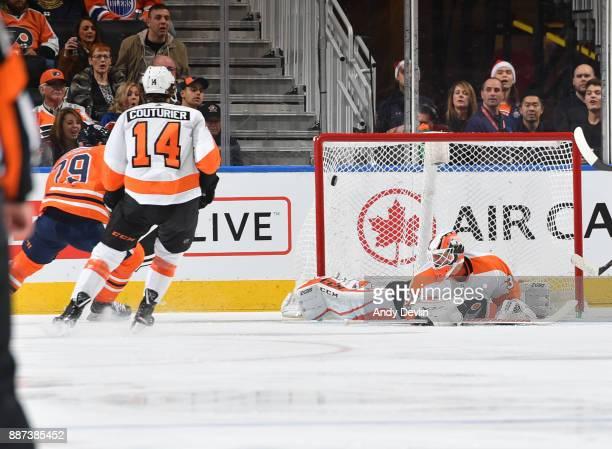 Leon Draisaitl of the Edmonton Oilers scores a goal on Brian Elliott of the Philadelphia Flyers on December 6 2017 at Rogers Place in Edmonton...