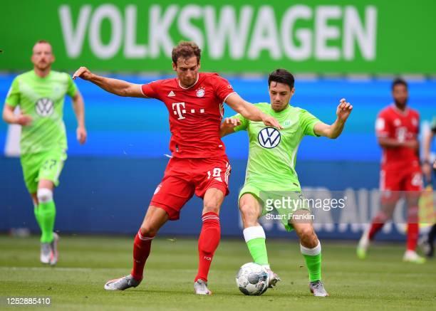 Leon Goretzka 8l9 of Muenchen is challenged by Josip Brekalo of Wolfsburg during the Bundesliga match between VfL Wolfsburg and FC Bayern Muenchen at...