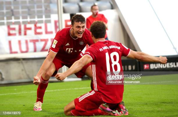 Leon Goretzka of Bayern Munich celebrates with his team mates after scoring his team's second goal during the Bundesliga match between FC Bayern...
