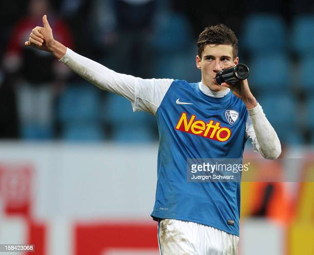 Leon Goretzka of Bochum gives a thumbs up after the Second Bundesliga match between VfL Bochum and SC Paderborn at Rewirpower Stadium on December 16...