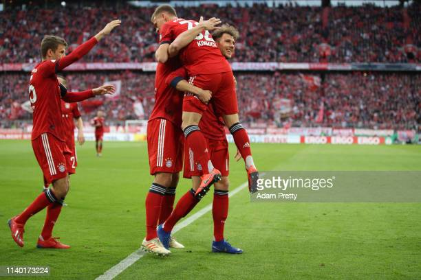 Leon Goretzka of Muenchen celebrates his team's first goal with team mates during the DFB Cup quarterfinal match between Bayern Muenchen and 1. FC...