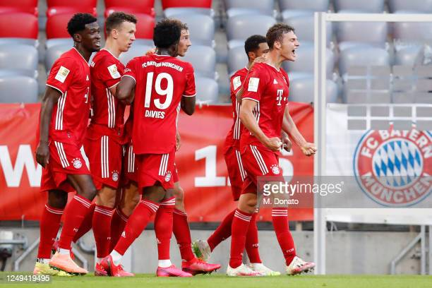 Leon Goretzka of Muenchen celebrates his team's second goal with teammates during the Bundesliga match between FC Bayern Muenchen and Borussia...