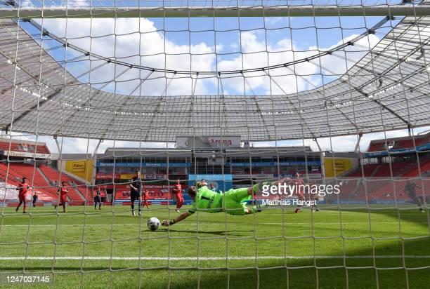 Leon Goretzka of Muenchen scores his team's second goal against goalkeeper Lukas Hradecky of Leverkusen during the Bundesliga match between Bayer 04...