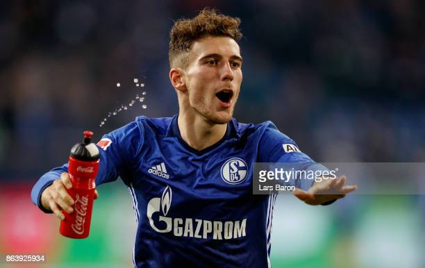 Leon Goretzka of Schalke celebrates after winning the Bundesliga match between FC Schalke 04 and 1 FSV Mainz 05 at VeltinsArena on October 20 2017 in...