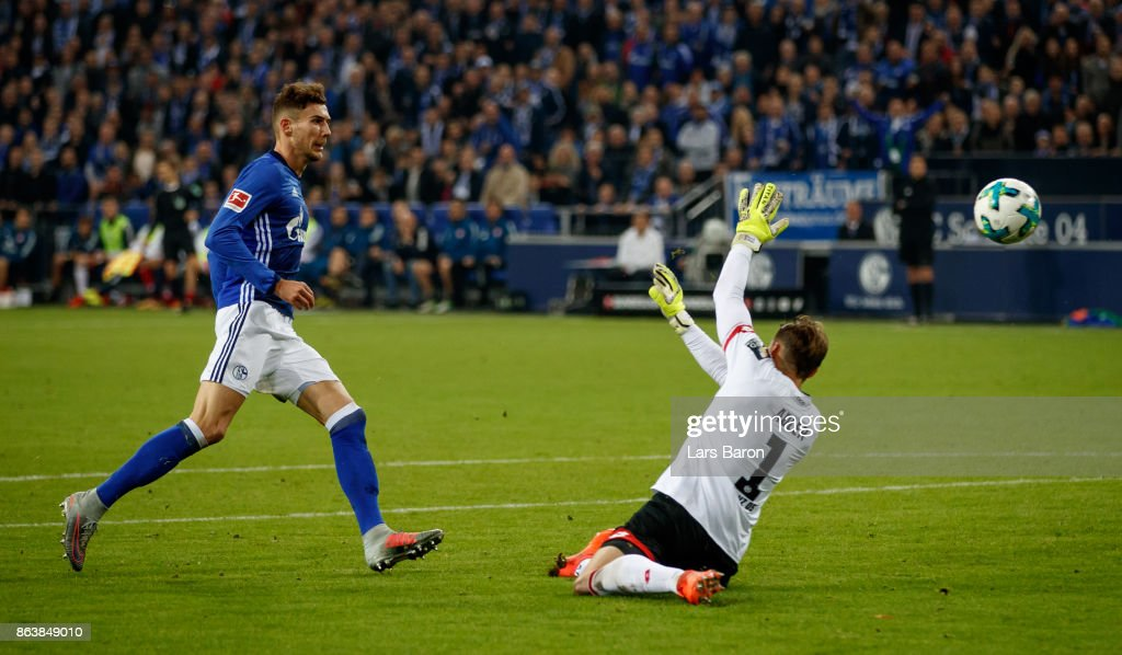 Leon Goretzka of Schalke scores his teams first goal against goalkeeper Rene Adler of Mainz during the Bundesliga match between FC Schalke 04 and 1. FSV Mainz 05 at Veltins-Arena on October 20, 2017 in Gelsenkirchen, Germany.