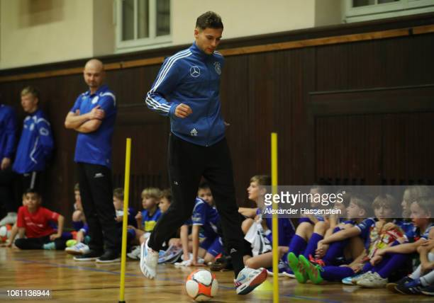 Leon Goretzka takes part in a drill during a visit by Germany players to Club SV Lindenau at Helmholtzschule on November 13 2018 in Leipzig Germany