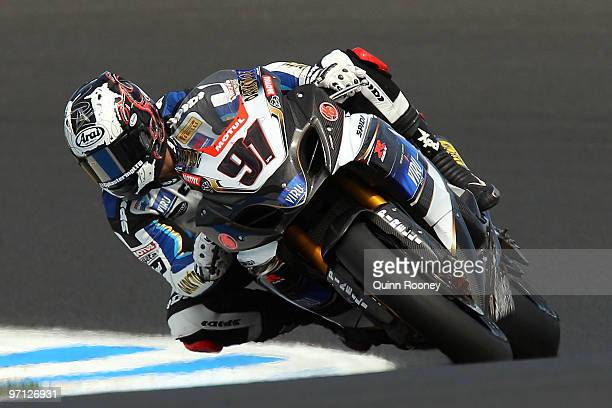 Leon Haslam of Great Britain and Team Suzuki Alstare rounds the bend during Superpole for round one of the Superbike World Championship at Phillip...
