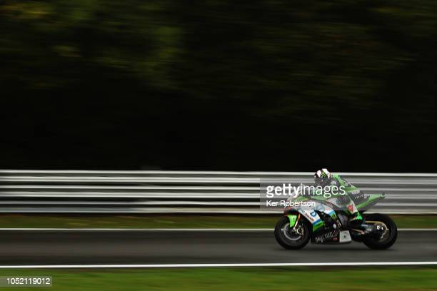 Leon Haslam of Great Britain and the JG Speedfit Kawasaki Team rides during the British Superbike Championship at Brands Hatch on October 14, 2018 in...