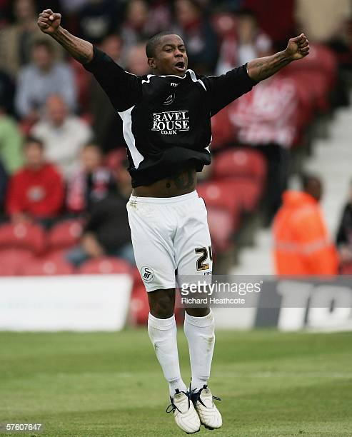 Leon Knight of Swansea celebrates scoring the first goal during the Coca-Cola League One 2nd leg play-off semi final between Brentford and Swansea...