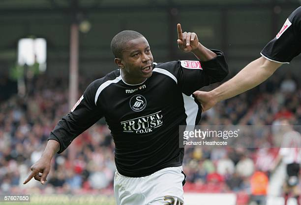 Leon Knight of Swansea celebrates scoring the second goal during the Coca-Cola League One 2nd leg play-off semi final between Brentford and Swansea...