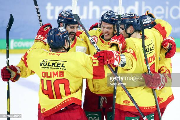 Leon Niederberger of Duesseldorf celebrates his team's fifth goal with team mates during the DEL match between Adler Mannheim and Duesseldorfer EG at...