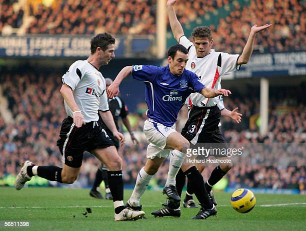 Leon Osman of Everton bursts pass Bryan Hughes and Hermann Hreidarsson of Charlton during the Barclays Premiership match between Everton and Charlton...