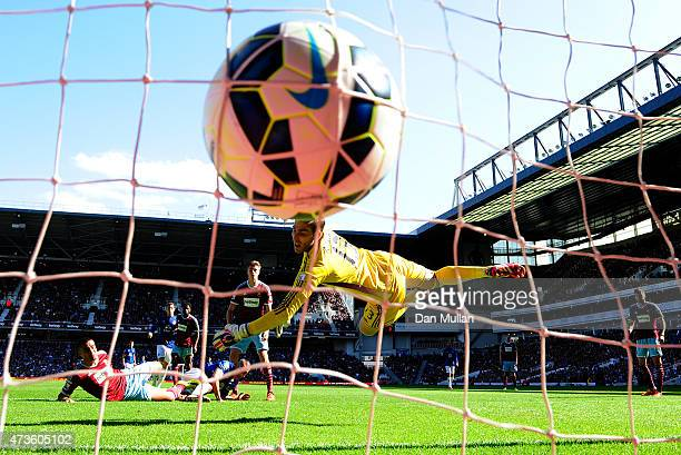 Leon Osman of Everton scores his team's first goal past Adrian of West Ham during the Barclays Premier League match between West Ham United and...