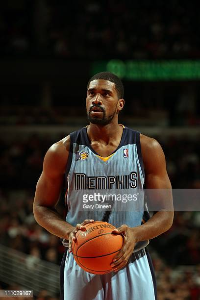 Leon Powe of the Memphis Grizzlies prepares to shoot a free throw against the Chicago Bulls during a game on March 25 2011 at the United Center in...