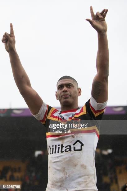 Leon Pryce of Bradford Bulls celebrates to the fans after the Kingstone Press Championship between Bradford Bulls and Toulouse Olympique at Odsal...