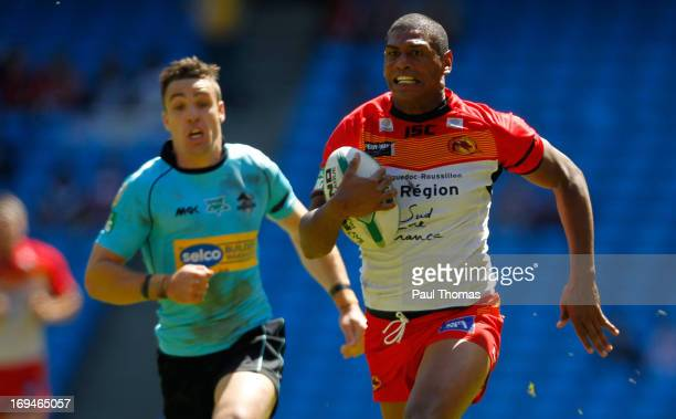 Leon Pryce of Catalan runs into score a try during the Super League Magic Weekend match between Catalan Dragons and London Broncos at the Etihad...