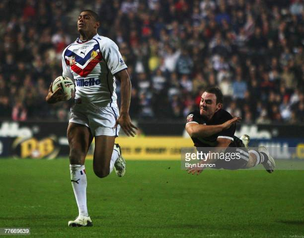 Leon Pryce of Great Britain breaks clear to score a try during the Gillette Fusion Test Series round two match between Great Britain and New Zealand...