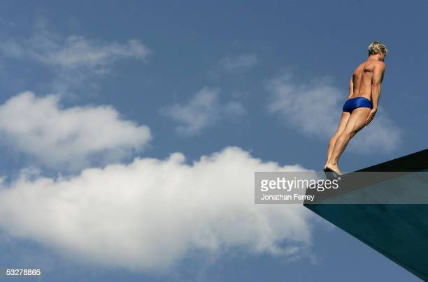 Leon Taylor of Great Britain competes in the men's 10 meter platform final during the XI FINA World Championships at the Parc JeanDrapeau on July 23...