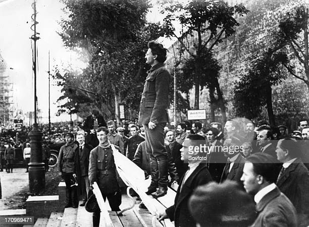 Leon trotsky speaking at the tomb of victims of an explosion at the head quarters of the moscow city committee of the russian communist party of...