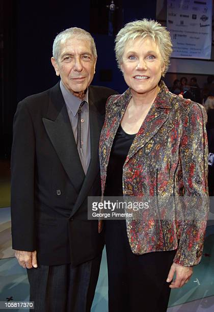 Leonard Cohen and Anne Murray during 2006 Canadian Songwriters Hall of Fame Gala at Metro Convention Centre in Toronto Ontario Canada