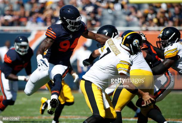 Leonard Floyd of the Chicago Bears attempts to tackles quarterback Ben Roethlisberger of the Pittsburgh Steelers in the second quarter at Soldier...