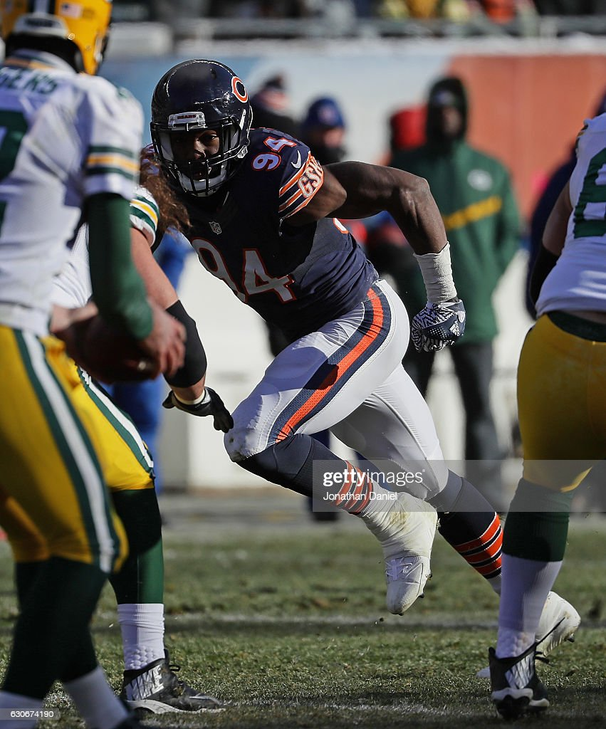 Leonard Floyd #94 of the Chicago Bears rushes against the Green Bay Packers at Soldier Field on December 18, 2016 in Chicago, Illinois. The Packers defeated the Bears 30-27.