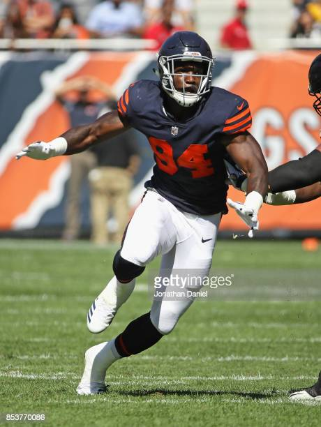 Leonard Floyd of the Chicago Bears rushes against the Pittsburgh Steelers at Soldier Field on September 24 2017 in Chicago Illinois The Bears...
