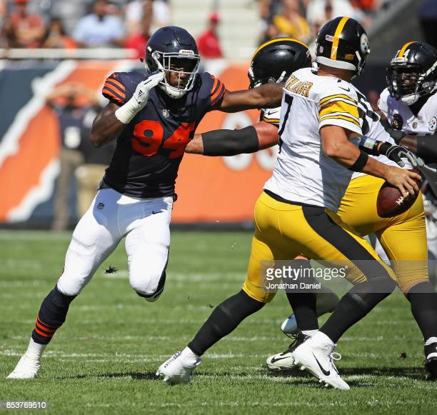 Leonard Floyd of the Chicago Bears rushes Ben Roethlisberger of the Pittsburgh Steelers at Soldier Field on September 24 2017 in Chicago Illinois The...