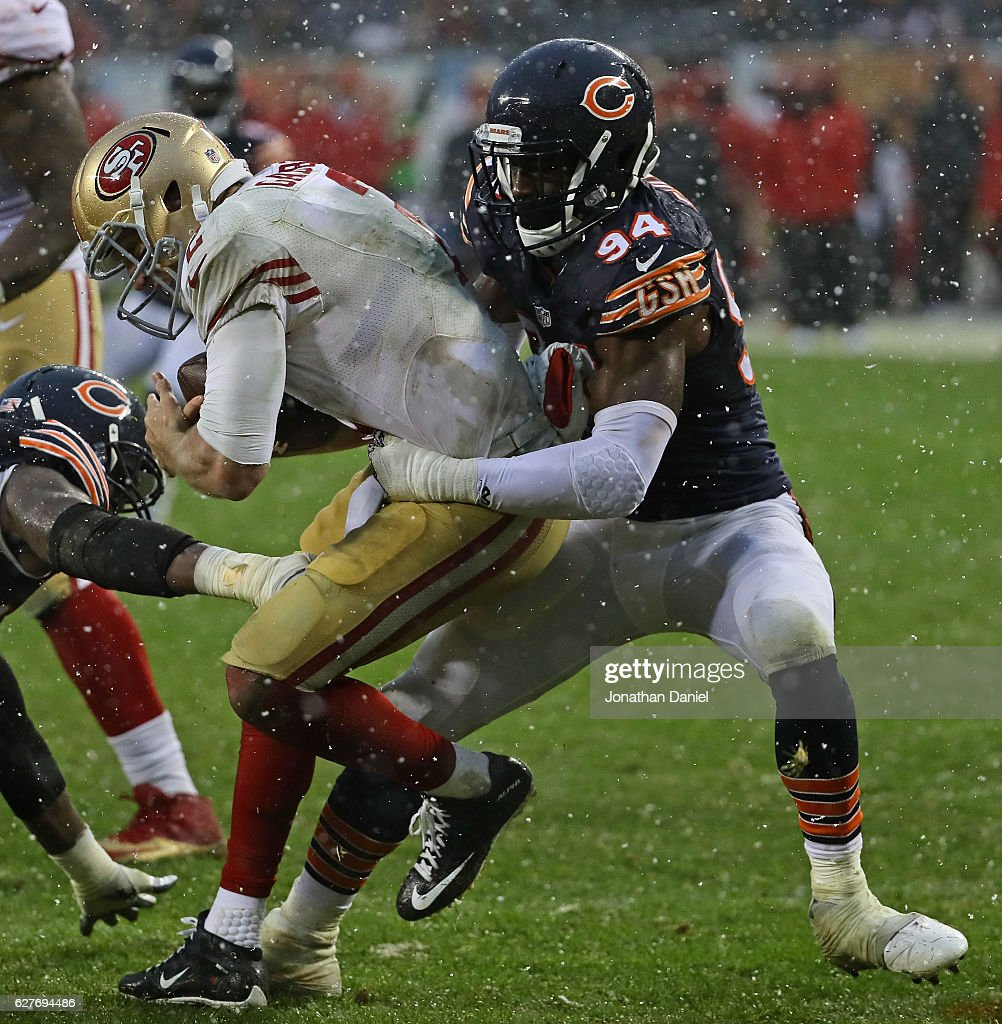 Leonard Floyd #94 of the Chicago Bears sacks Blaine Gabbert #2 of the San Francisco 49ers in the end zone for a safety at Soldier Field on December 4, 2016 in Chicago, Illinois. The Bears defeated the 49ers 26-6.